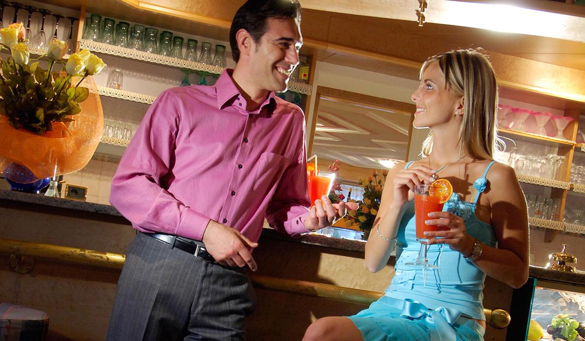 In der Bar des Hotel Aichner **** in Olang am Kronplatz in Südtirol
