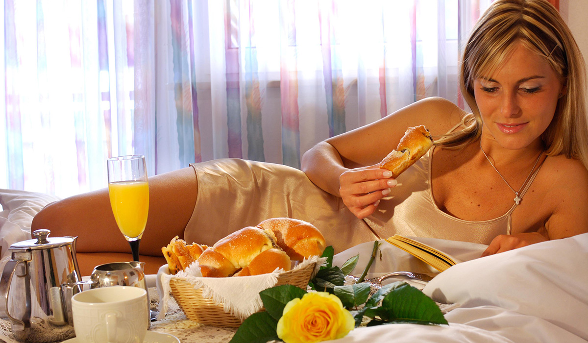 Privates Frühstück auf dem Zimmer im Hotel Aichner **** in Olang am Kronplatz in Südtirol