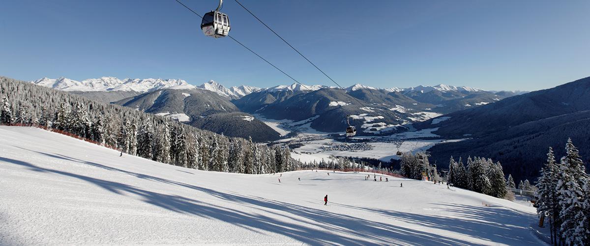Skipiste am Kronplatz bei Olang Südtirol im Winter