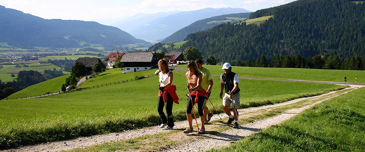 Nordic Walking bei Olang Südtirol im Sommer – Aktivitäten in Olang in Südtirol im Sommer und im Winter