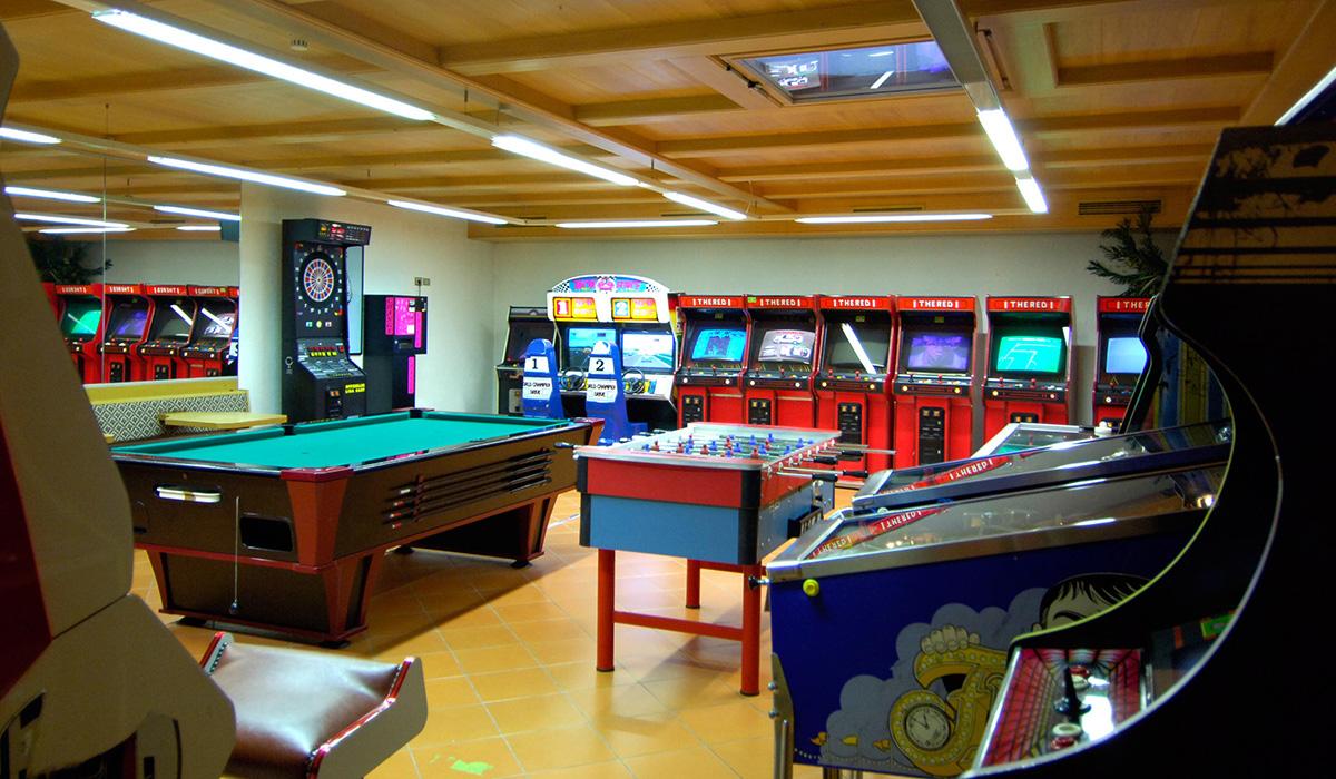 Flipper, Kicker, Billard, Darts und Computerspiele im Hotel Aichner **** in Olang am Kronplatz in Südtirol
