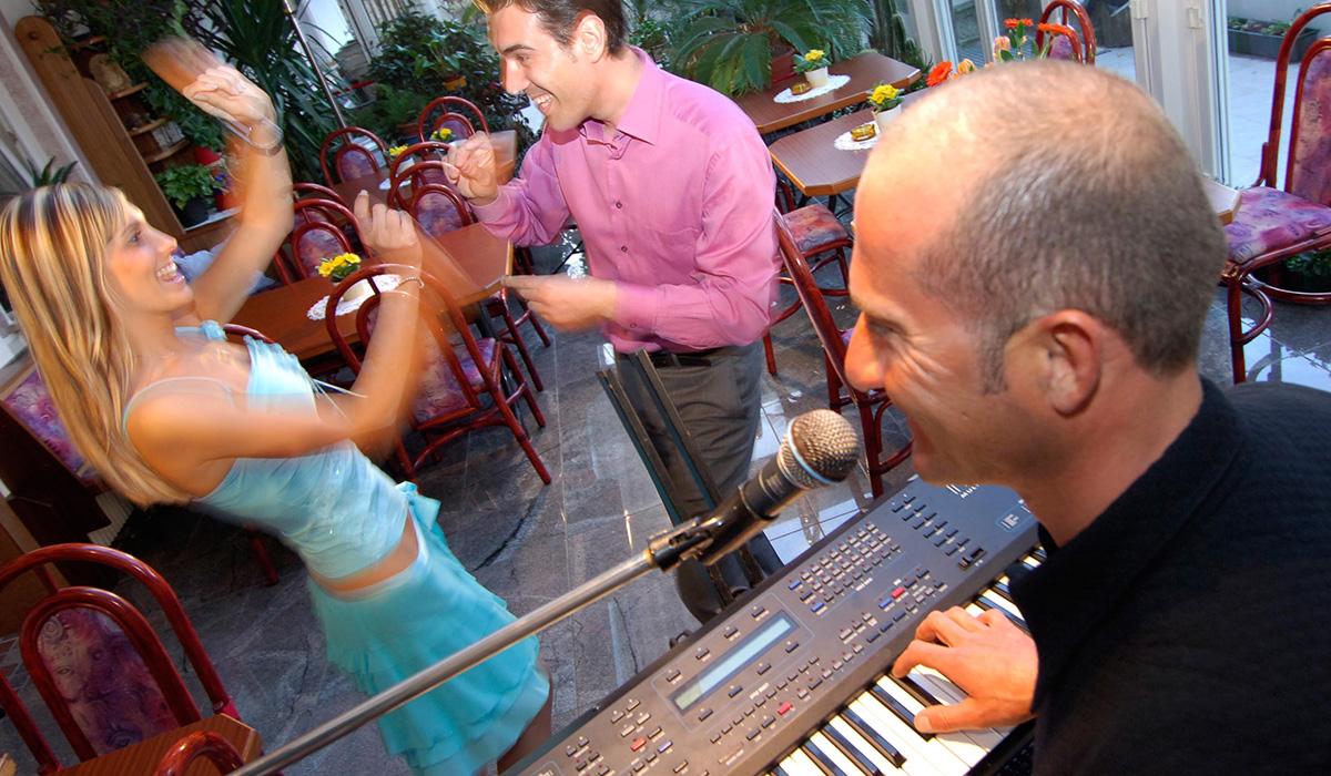 Tanz und Livemusik im Hotel Aichner **** in Olang am Kronplatz in Südtirol