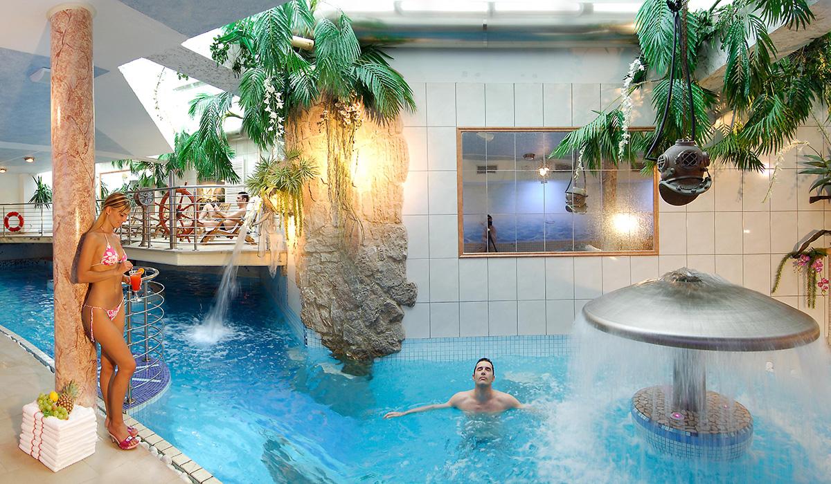 Schwimmbad im Hotel Aichner **** in Olang am Kronplatz in Südtirol