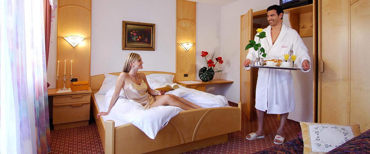 Zimmer im Hotel Aichner **** in Olang Südtirol